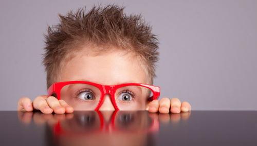 Когда ребенка следует показать офтальмологу