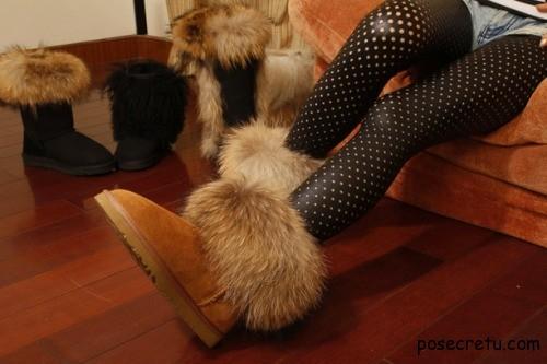 Короткие угги с мехом с чем носить