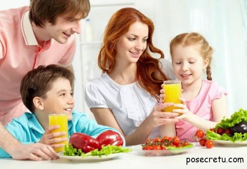 Приучить ребенка питаться правильно