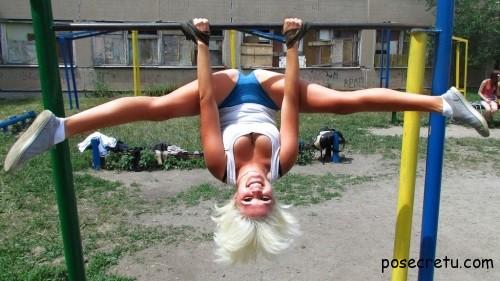 Упражнения на турнике для девушек