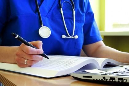 врач со стетоскопом