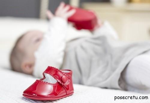 детская обувь на младенца