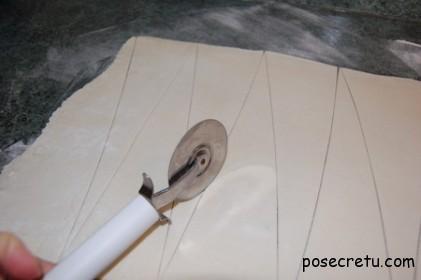 раскатываем тесто