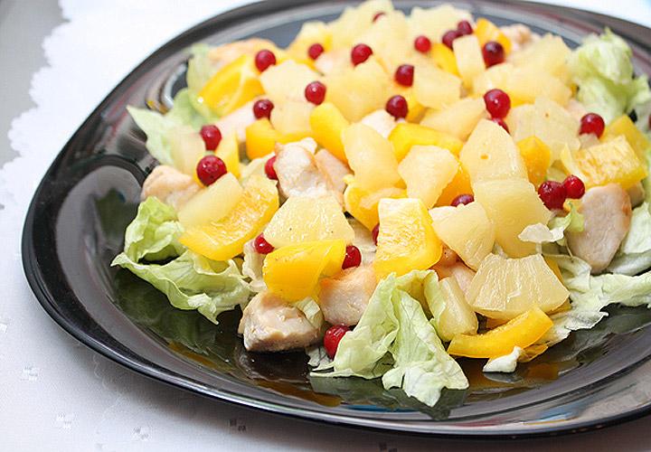 Курица и ананасы салат