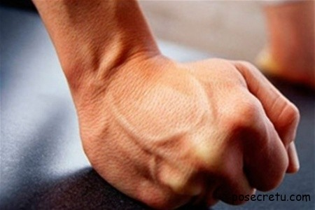 сжимание кулаков помогает больше запоминать