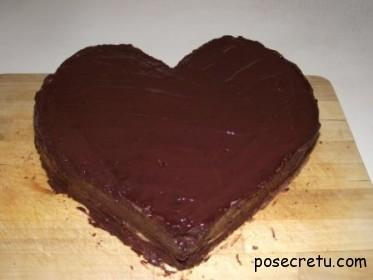 верхний корж покрыть шоколадом