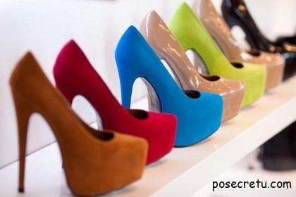 С чем носить яркие туфли
