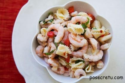 Итальянский салат с макаронами и креветками
