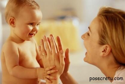 Как нужно общаться с годовалым ребенком