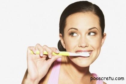 Чистить зубы сразу после еды вредно!